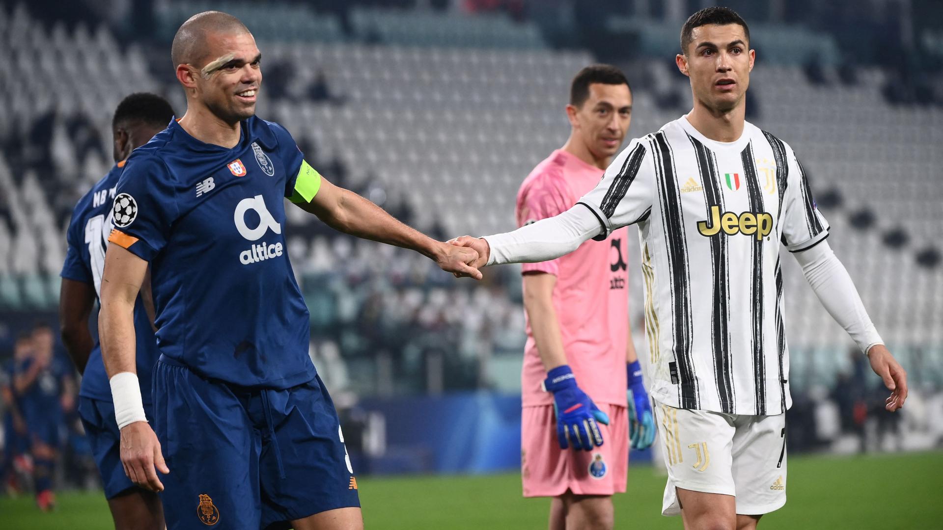 """Juventus-Porto, Cristiano Ronaldo a Pepe: """"Resta in campo, vincerò io"""""""